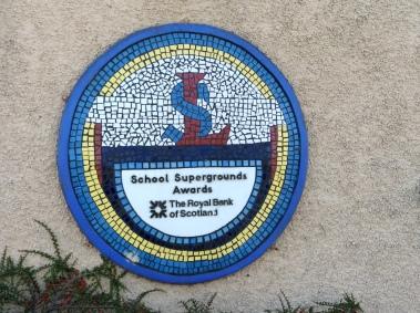 Longstone School Badge
